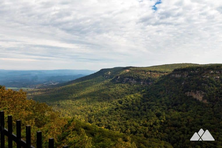 WHike Cloudland Canyon in North Georgia to breathtaking, broad vistas from the canyon's steep-walled western rim