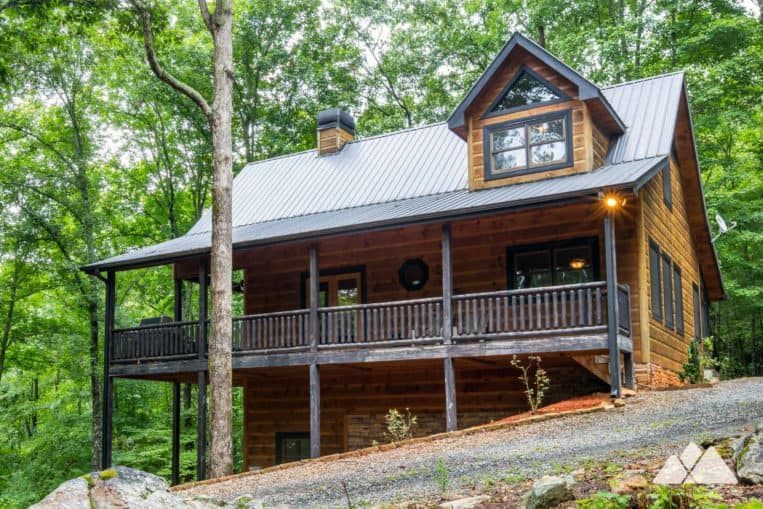 Blue Ridge, Georgia cabin review: our favorite cabin, Hawks Ridge Cabin from Southern Comfort Cabin Rentals