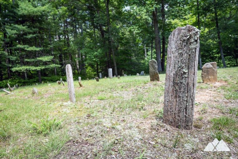 Appalachian Trail: hike from Three Forks to the historic and rustic Hickory Flatts Cemetery in North Georgia