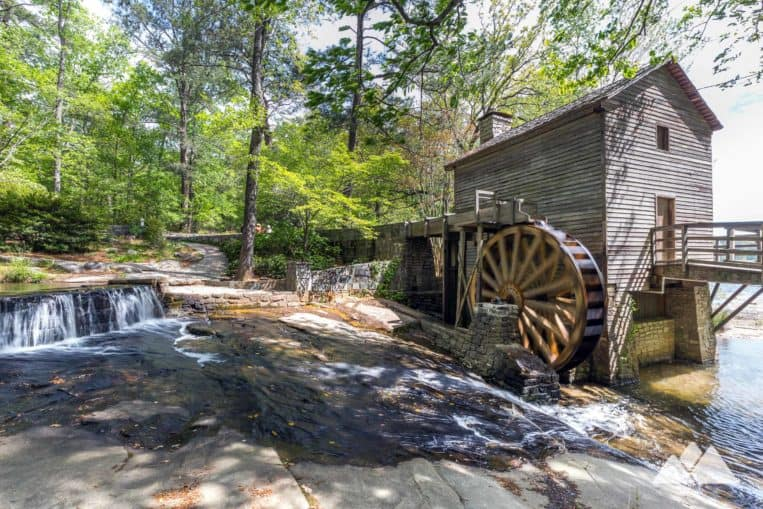 Stone Mountain Cherokee Trail: hike to a historic wooden mill on the shore of Stone Mountain Lake near Atlanta